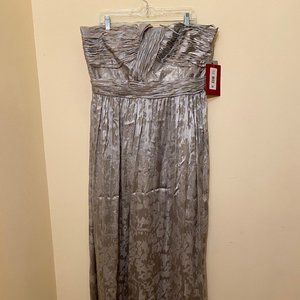 NWT Nordstrom Formal Stapless Floor Length Gown